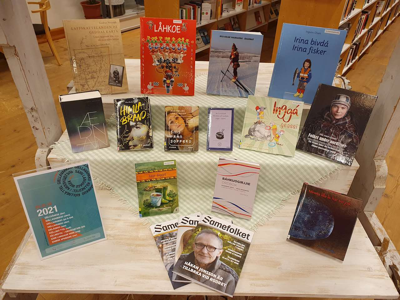 Böcker med tema från den samiska avdelningen inför språkveckan